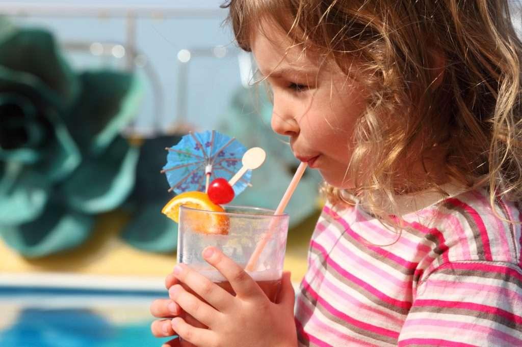 A gyümölcsös jeges teákat a gyerekek is imádni fogják!