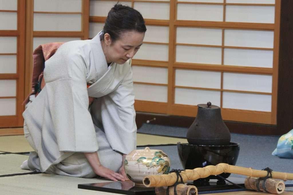 A japán teaszertartások hosszan tartanak és szigorú előírásaik vannak