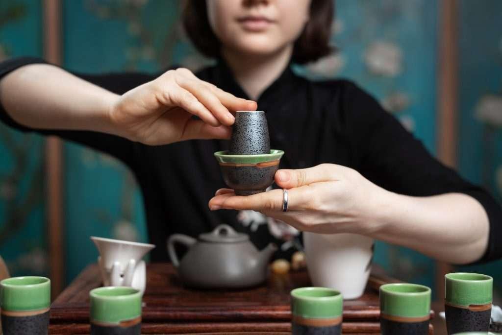kinai teaszertartas fejre forditott csesze
